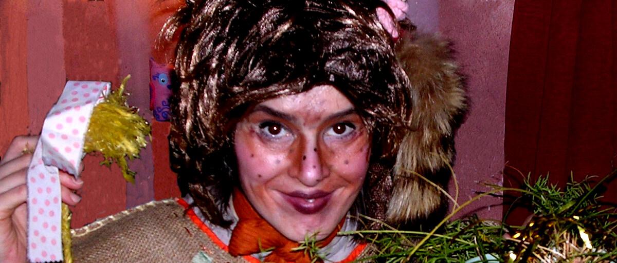 Anne-Riikka Hanhela naamiaisasussa